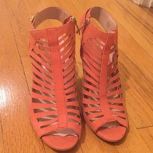 Adorable Vince Camuto coral heels